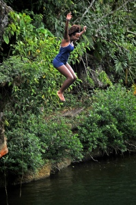 Jump of the cliffs into the Rio Blanco.